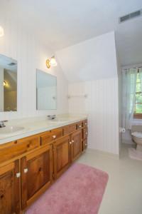 2412 Tarkington Ct. N. Chesapeake VA 23322 Hall Bath