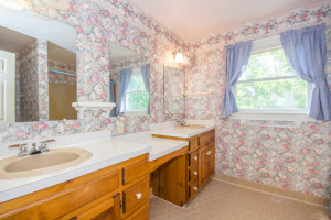 2412 Tarkington Ct. N. Chesapeake VA 23322 Master Bath